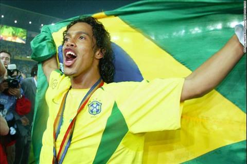 Ronaldinho Gã Brazil ham tiệc tùng thay đổi thế giới bóng đá (P2) hình ảnh