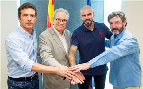 Huyền thoại Victor Valdes trở lại dẫn dắt U19 Barca hình ảnh