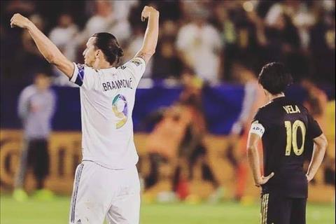 Zlatan Ibrahimovic lập hattrick trong trận derby Los Angeles hình ảnh