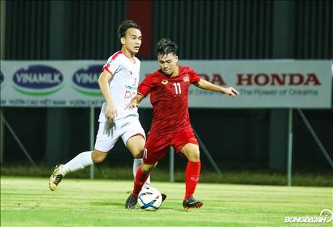 Vao san o hiep 3, Tien Dat la tac gia cua ban thang an dinh chien thang 2-0 cho DT U22 Viet Nam.