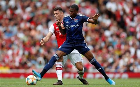 Dembele giup Lyon loi nguoc dong truoc Arsenal de vo dich Emirates Cup. Anh: Getty.