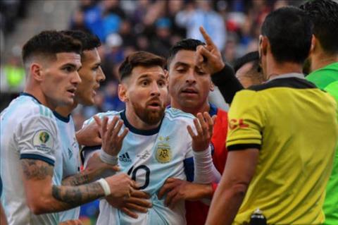 Siêu sao Messi ở Copa America 2019 bị trọng tài đáp trả chỉ trích hình ảnh