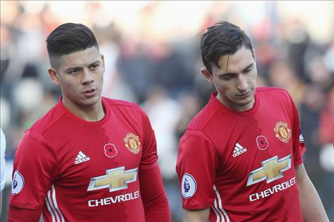 Marcos Rojo va Darmian nam trong dien can thanh ly
