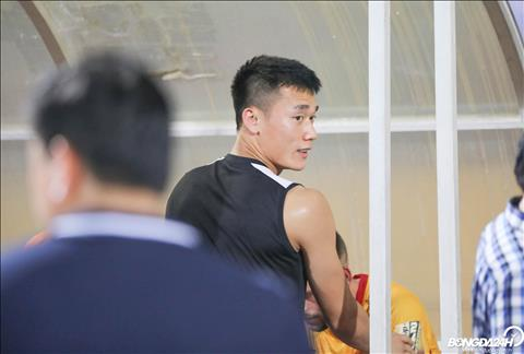 Bui Tien Dung sau tran dau da toi an ui cac dong doi cu o CLB Thanh Hoa.
