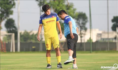 Huynh Tien Dat (Pho Hien FC) bi cang co nen khong the tap luyen binh thuong cung ca doi.
