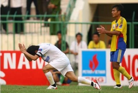 Cong Vinh de lai hinh anh xau voi hanh vi vai lay trong tai o V-League 2010