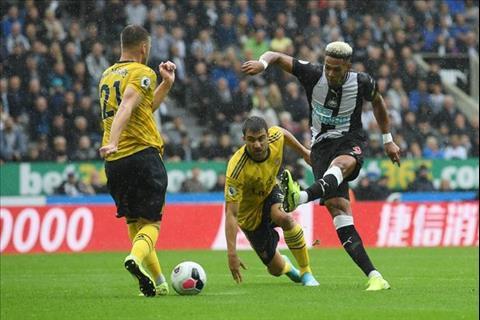 Chambers choi rat tot truoc Newcastle