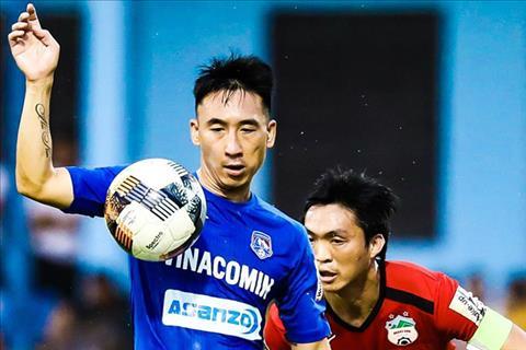 Giẫm lên đầu đối thủ, tiền vệ Hải Huy của Quảng Ninh bị phạt nặng hình ảnh