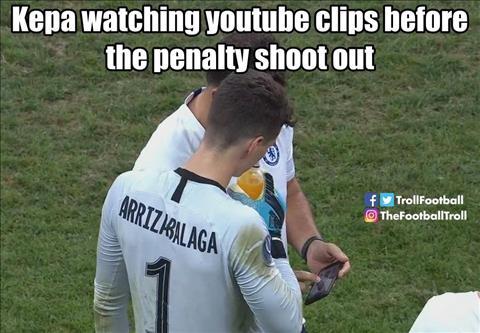 Thủ môn Kepa mở Youtube để xem trước loạt sút phạt đền hình ảnh
