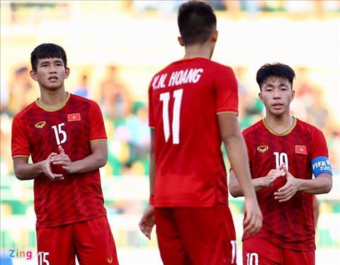 Cac cau thu U18 Viet Nam chi biet dong vien nhau sau that bai truoc U18 Campuchia. Anh: Quang Thinh/Zing.vn