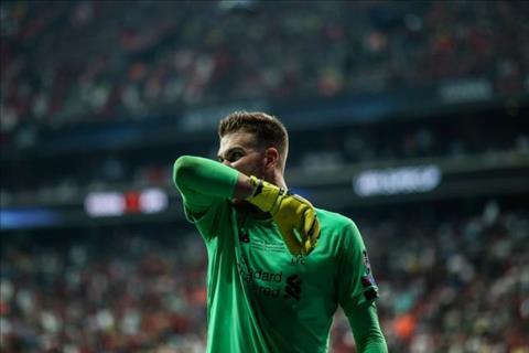Thủ môn Adrian của Liverpool chấn thương hy hữu, lỗi thuộc về UEFA hình ảnh