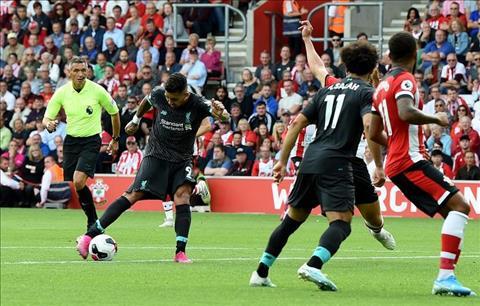 Roberto Firmino ghi ban cho Liverpool