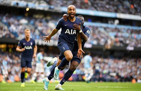Lucas Moura go hoa cho Tottenham