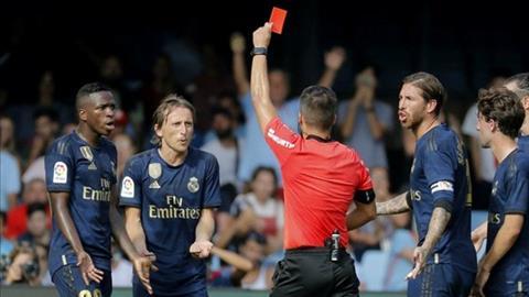 Luka Modric nhận thẻ đỏ, đối mặt với án phạt nặng hình ảnh