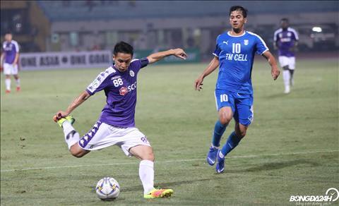 Sau ban thang cua Quang Hai, tinh than cua cac cau thu Ha Noi FC duoc giai toa. Lien tiep sau do la nhung tinh huong ham thanh nguy hiem.