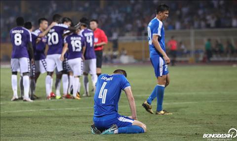 Hang thu Altyn Asyr co mot ngay am anh voi Quang Hai khi tien ve so 19 ghi ban nang ti so len 2-1.