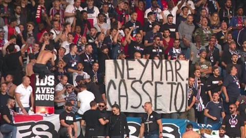 PSG nhận án phạt khi để CĐV căng biểu ngữ chửi rủa Neymar hình ảnh