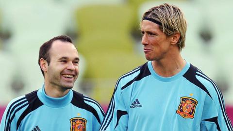 Tam thu day xuc dong cua Andres Iniesta ngay Fernando Torres giai nghe2