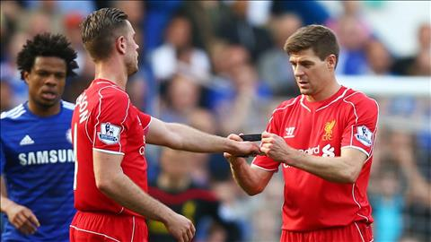 Jordan Henderson đã kế thừa hoàn hảo băng đội trưởng từ Gerrard hình ảnh