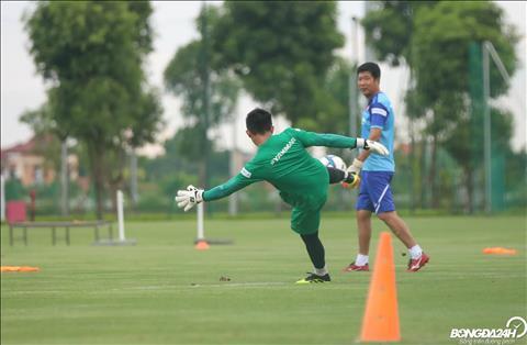 Cac thu mon cua U22 Viet Nam se phai canh tranh voi hai guong mat nang ky la Bui Tien Dung va Nguyen Van Toan de co suat du SEA Games 30.
