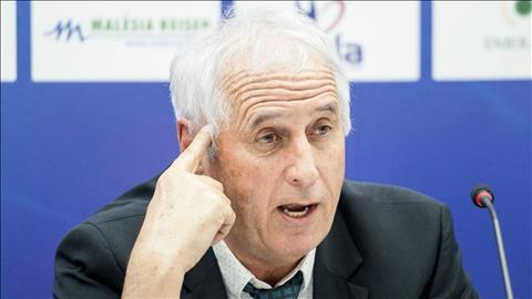 HLV tuyển Kosovo Bernard Challandes trả lời phỏng vấn cực gắt hình ảnh