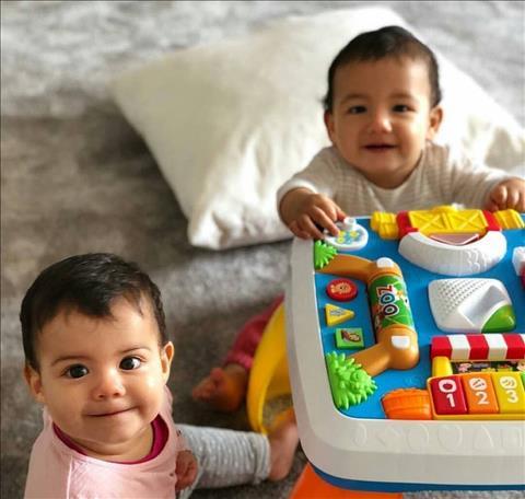 Cặp song sinh một trai một gái của Ronaldo