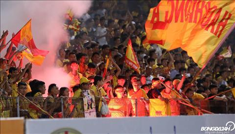 Nam Định bức xúc vì án phạt pháo sáng của VFF hình ảnh