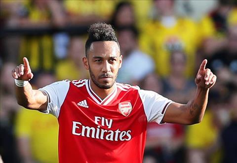 Aubameyang ghi ca hai ban cho Arsenal