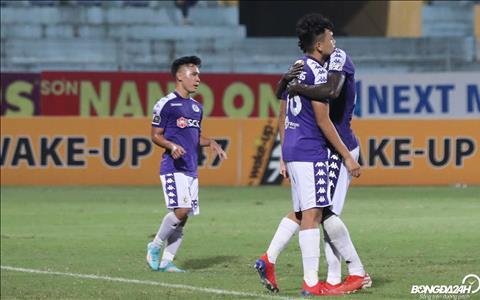 Thanh Chung ghi dau an voi ban dau tien va cuoi cung, mang ve chien thang cho Ha Noi FC.