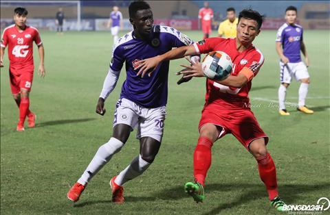 Cham tran Viettel tren san khong khan gia, Ha Noi FC gap rat nhieu kho khan truoc loi choi phong ngu phan cong cua doi thu.