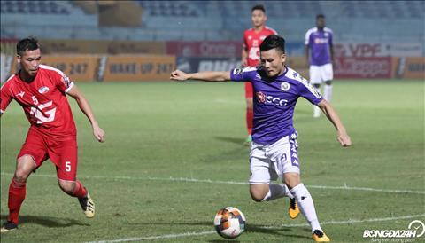 Sang hiep hai, Quang Hai choi xuat sac voi pha kien tao cho Thanh Chung ghi ban.