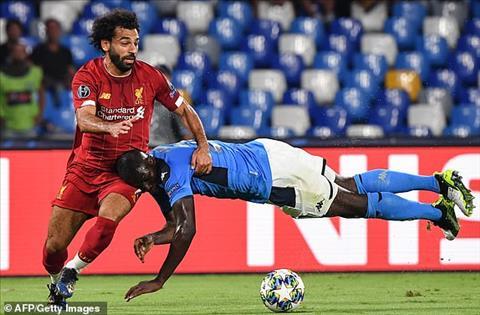 Napoli 2-0 Liverpool Hàng thủ thay nhau mắc sai lầm, nhà ĐKVĐ cúi đầu rời San Paolo hình ảnh 3