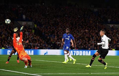 Rodrigo ghi ban tran Valencia vs Chelsea