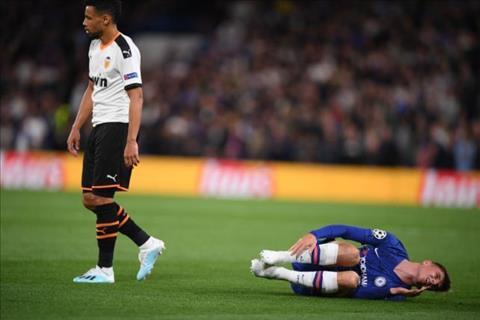 Francis Coquelin phạm lỗi với Mason Mount ở trận Chelsea vs Valencia hình ảnh