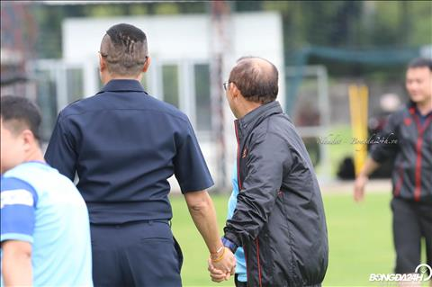 Cuu danh thu bong da Thai la dong doi voi HLV Park Hang Seo khi thi dau trong mau ao CLB Lucky-Goldstar FC (nay la Seoul FC) tu nam 1984-86.