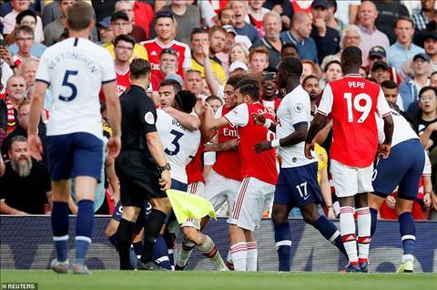 Nicolas Pepe van chua the ghi ban trong mau ao Arsenal