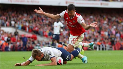 Shearer chỉ trích hàng thủ nghiệp dư của Arsenal hình ảnh