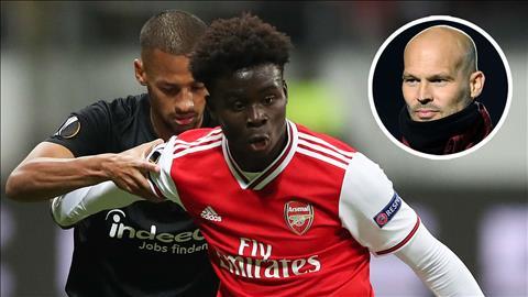 Tỏa sáng trước Frankfurt, sao trẻ Saka tri ân huyền thoại Arsenal hình ảnh