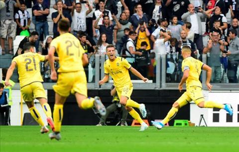 Juventus 2-1 Verona Ronaldo nổ súng trên chấm 11m, Lão bà thắng gian nan hình ảnh 3