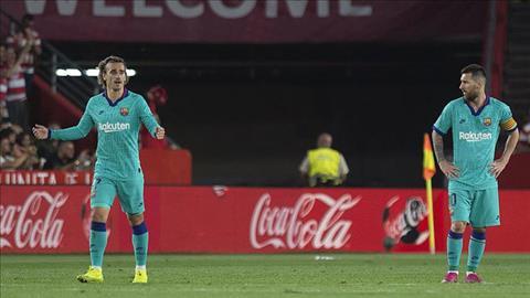 Griezmann va Messi bat luc truoc hang thu Granada