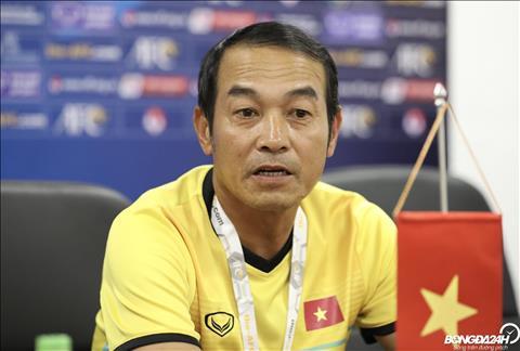 HLV Dinh The Nam cho biet cac cau thu tre gap van de tam ly.