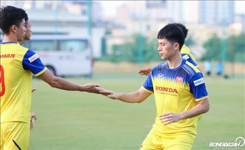 Viec Dinh Trong hoi phuc chan thuong, tap luyen tro lai lam sang len hy vong ve viec cau thu nay co the kip binh phuc de du SEA Games.