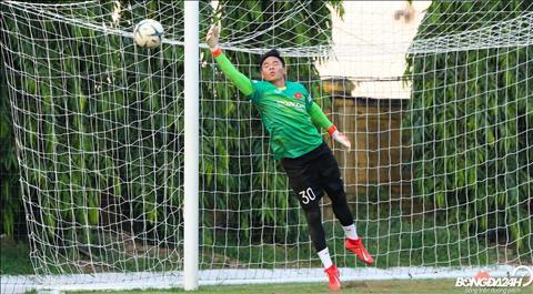 Cac thu mon cua DT Viet Nam tap luyen ma khong co Dang Van Lam, do thu thanh nay van con dang thi dau cho Muangthong United.