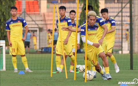Trong tran dau truoc do voi Thai Lan, Hong Duy tung duoc thay Park bo tri thi dau o vai tro hau ve canh trai.