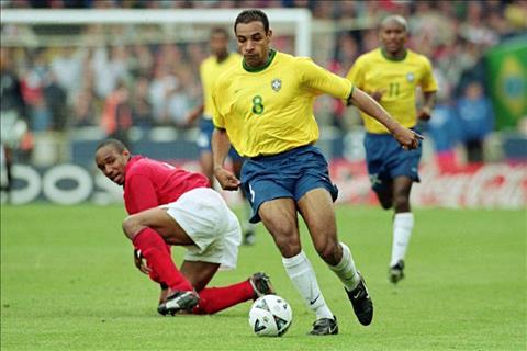 Emerson trong mau ao DT Brazil