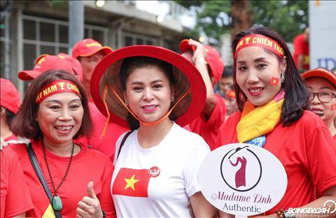 Dieu thu vi la ba Le Hoang Diep Thao cung xuat hien tai SVD Thammasat de theo doi DT Viet Nam thi dau.