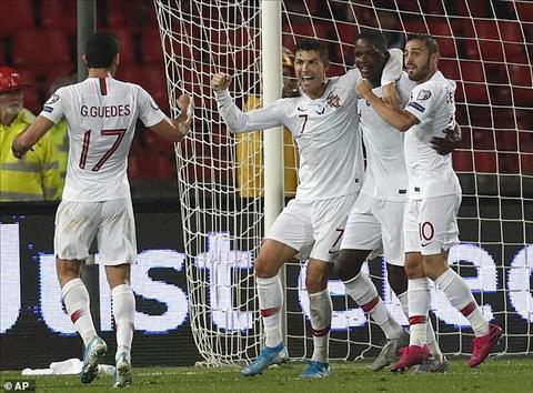 Ronaldo dong gop 1 ban thang