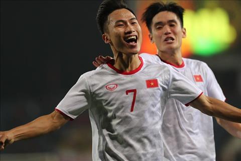 CLB TPHCM hết hy vọng chiêu mộ tiền vệ Triệu Việt Hưng hình ảnh