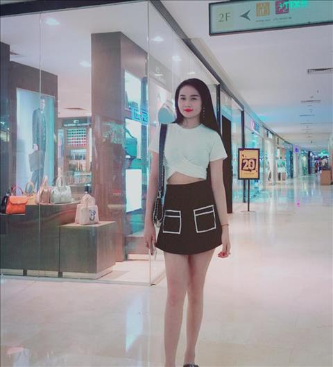 bạn gái tiến linh sở hữu đôi chân dài miên man