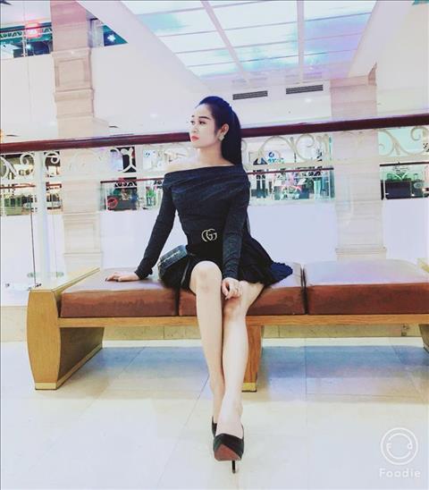 Ban gai Tien Linh so huu than hinh nong bong